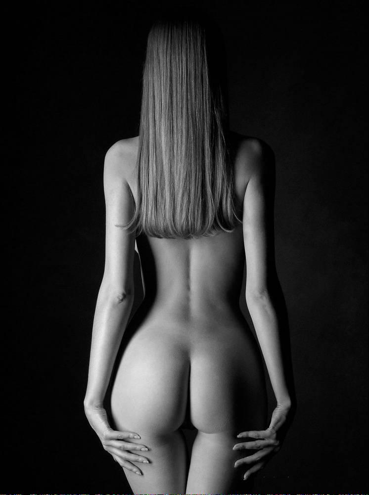 Sexy model posing nude