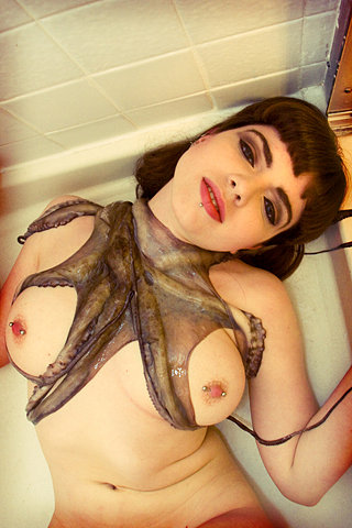 Gorgeous alt babe show us her pierced nipples