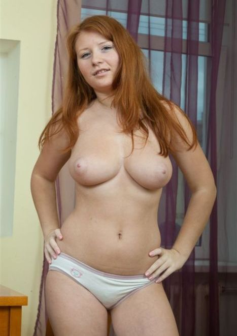 Amateur girlfriend showing her breasts