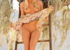Babe takes a nude picture outside