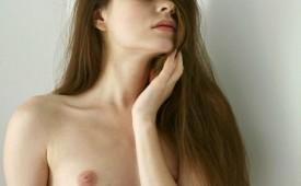 25101-Pale-skin-beauty-posing-nude.jpg