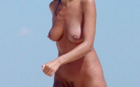 579-Walking-naked-on-beach-and-exposing-her-pussy.jpg