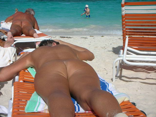 Mature mama tanning her ass on the beach
