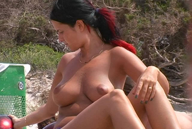 I see some round perfect boobs on the beach