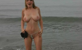 721-Naked-topless-hottie-after-a-quick-bath-in-the-sea.jpg