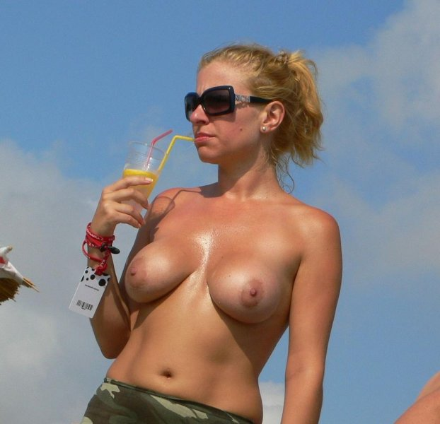 Sexy fit blonde having a few drinks