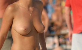 918-Topless-babe-show-us-her-red-hat.jpg