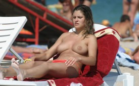 923-Topless-girl-enjoying-the-sunny-beach.jpg