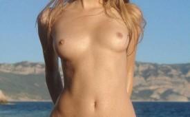 23053-Nude-blonde-babe.jpg