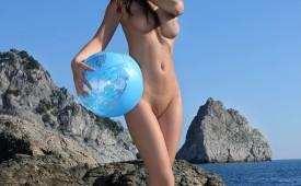 774-Nude-hottie-with-her-favorite-beach-ball.jpg