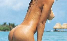 779-Nude-hottie-posing-in-a-sexy-posture.jpg
