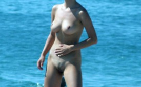 845-She-was-caught-nude-on-the-beach.jpg
